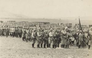 Einheiten der osmanischen Armee vor dem Angriff auf den Suezkanal (1914).